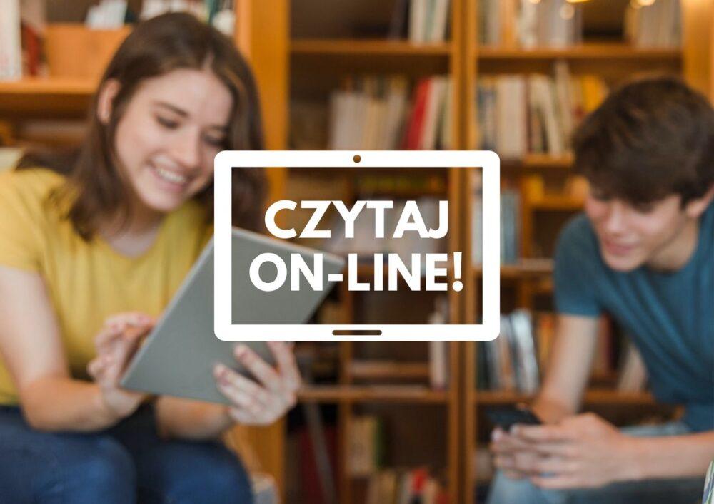 Na środku zdjęcia napis Czytaj on-line!, w tle regały z książkami i dwoje nastolatków, którzy korzystają  z urządzeń mobilnych
