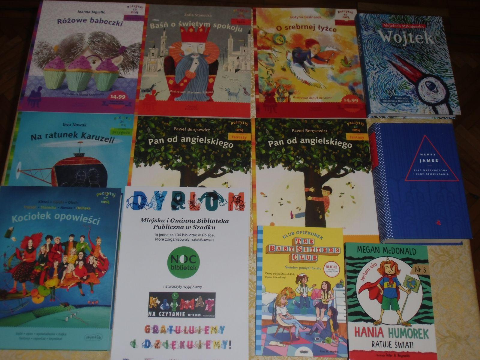 Na zdjęciu dyplom dla biblioteki w Szadku za zorganizowanie ciekawej Nocy Bibliotek oraz nagrody w postaci  11 książek